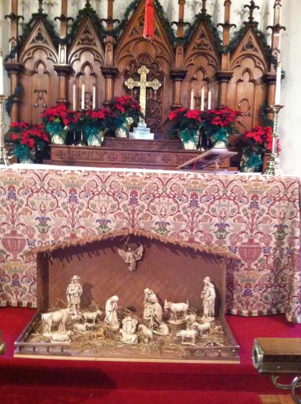 xmas-2016-pic-of-altar-and-creche